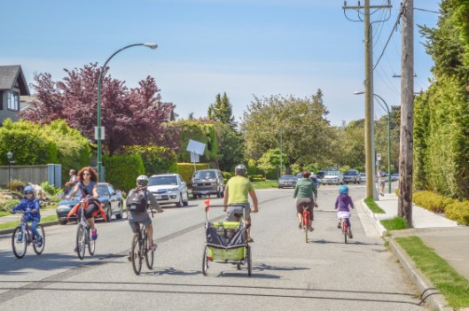 Vancouver-BCs-Seaside-Greenway.-Photo-by-Chris-Bruntlett-used-with-permission.-563x374