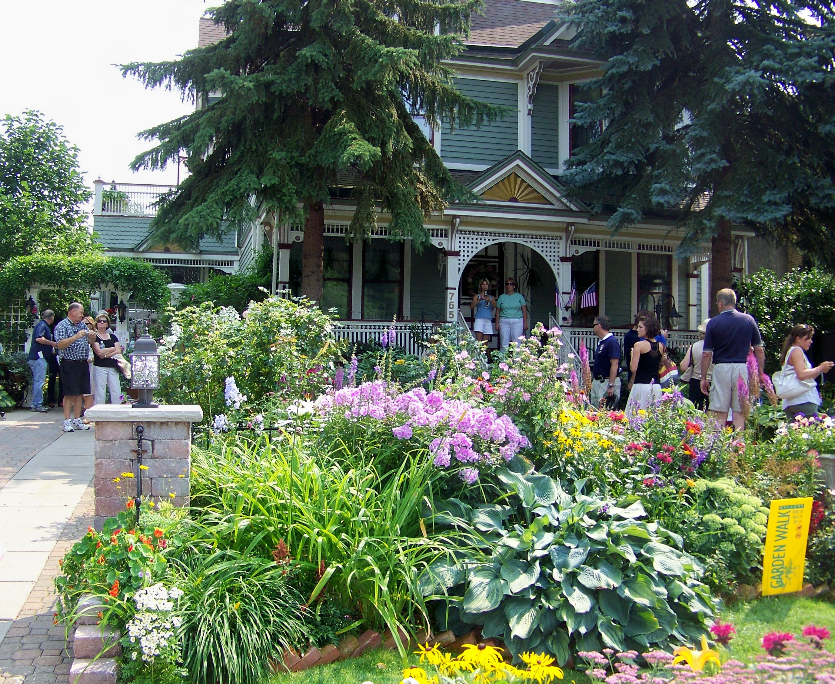 Hamburg Garden Walk 2016: Think Spring: Why Vancouver Should Be More Like Buffalo