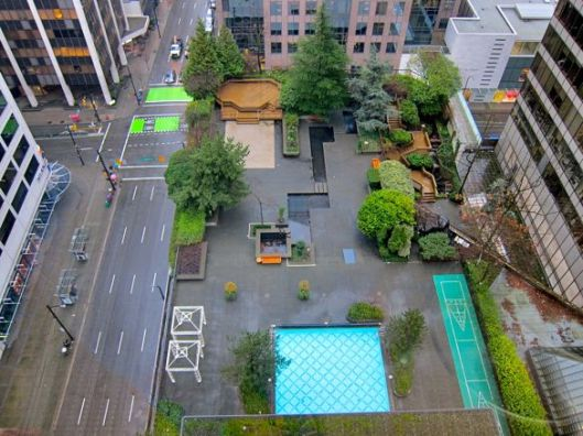 vancouver-four-seasons-outdoor-swimming-pool
