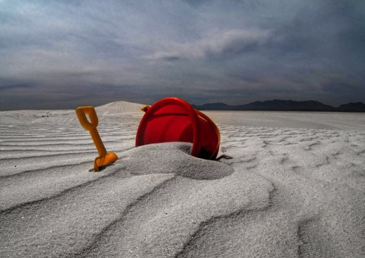white_sand_red_bucket_by_badchess-d652kip