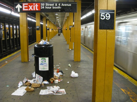 20111025-subway-trash
