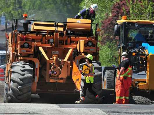 surrey-bc-may-4-2017-roadwork-near-bridgeway-dr-and-1