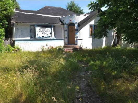 vancouver-bc-empty-rundown-homes-are-plentiful-along