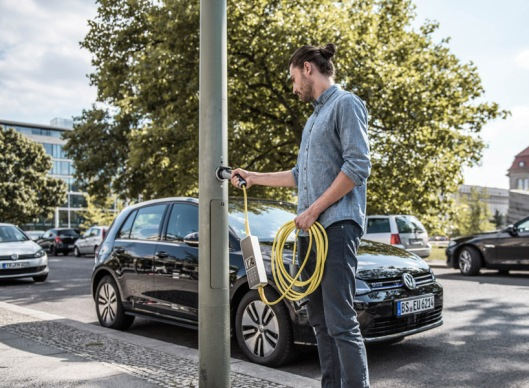 electric-car-charging-lamp-post