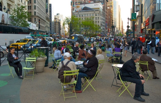 greeley-square_nyc_movable_tables_chairs1